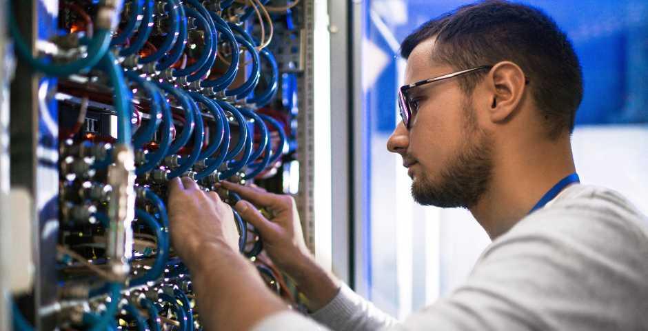 Por que terceirizar manutenção de data center periodicamente? Veja!