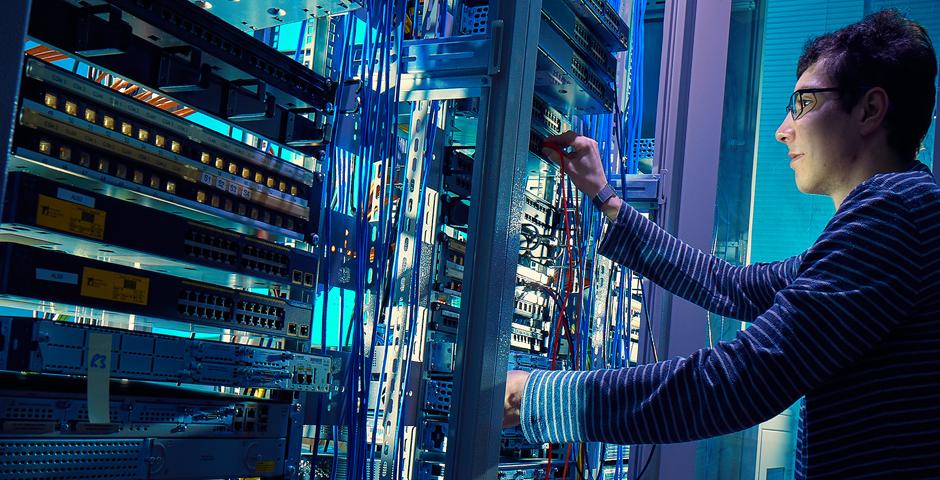 Qual diferença entre o módulo SFP Cisco S-Class e Non-S-Class?